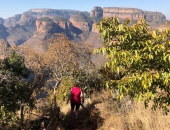 Het hiken op Leopard Trail gaat stijl naar beneden