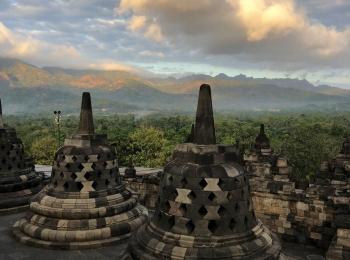 's Morgens vroeg op de Borobudur