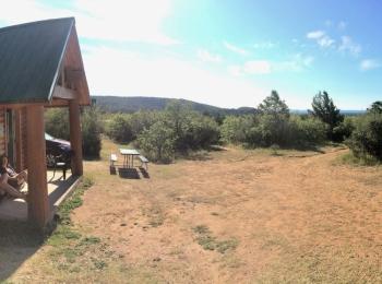 Voor onze blokhut bij ZIon Ponderosa Ranch