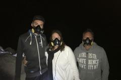 Gasmaskers op in de krater