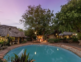 Zwembad-Victoria-Falls-Backpackers-Lodge