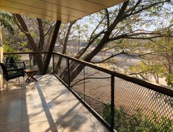 Ons balkon met uitzicht op de Thamalakane rivier