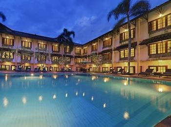 Zwembad van Prime Plaza Hotel Yokyakarta