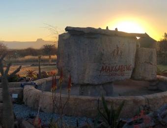 Zonsondergang bij Makgabeng Farm Lodge