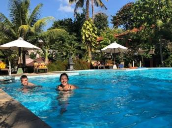 Lekker zwemmen bij Melasti Kuta Bungalows