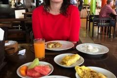 Uitgebreid ontbijt met Nasi Goreng en vers fruit