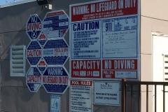 Aan waarschuwingen geen gebrek bij zwembaden…