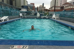 's Morgens nog even zwemmen bij Travelodge in Hollywood