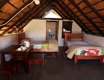 Eenvoudige maar gezellige huisjes in Khama Rhino Sanctuary