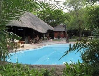 Gweta-Lodge-Swimming-Pool