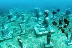 Verzonken Boeddha tempel  onderwater bij Nusa-Penida