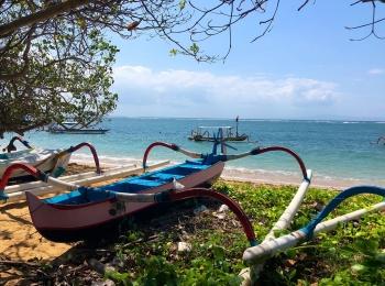 Gekleurde bootjes op Sanur beach