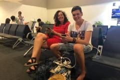 Wachten op het vliegtuig naar Jakarta