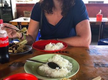 Lunch met Tonijnsate onderweg