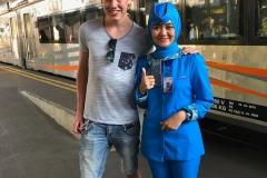 Hugo met de stewardes van Kereta Api
