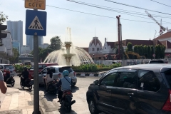Wandelen in het drukke Surabaya