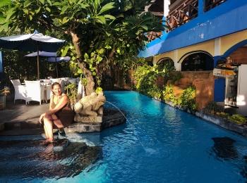 Bij het zwembad van Matahari Tulamben Resort