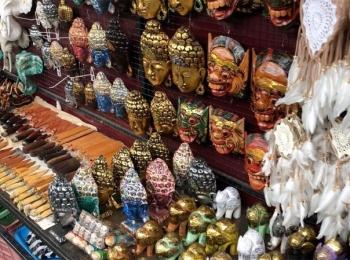 Veel souvernirs te koop op Ubud Market