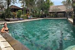 Weg van de drukte in het zwembad in Kampung Ubud Hotel & Spa