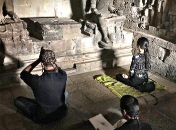Hindoeïsten in de Plaosan tempel
