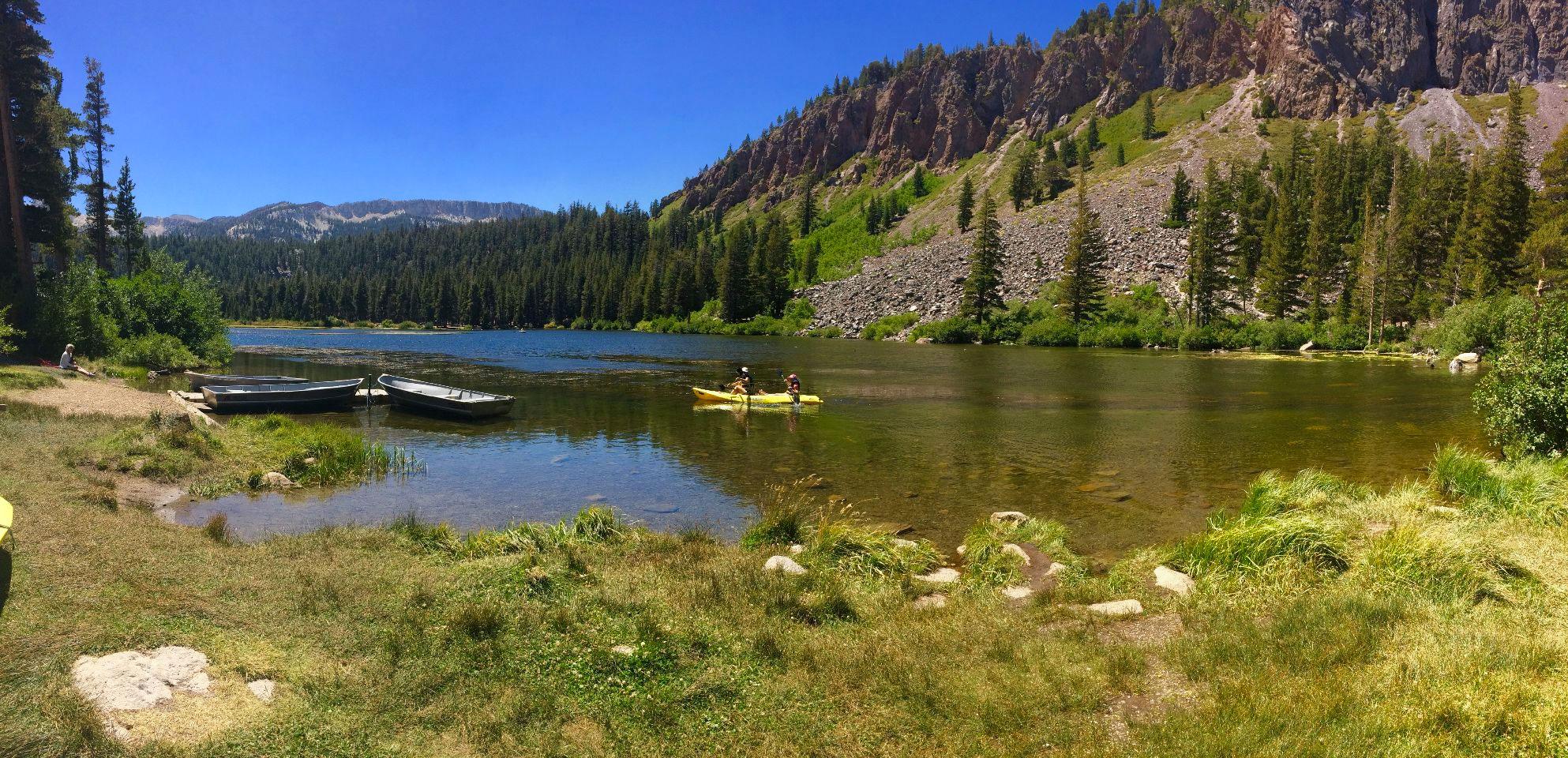 Groene berglandschappen bij Mammoth Lakes