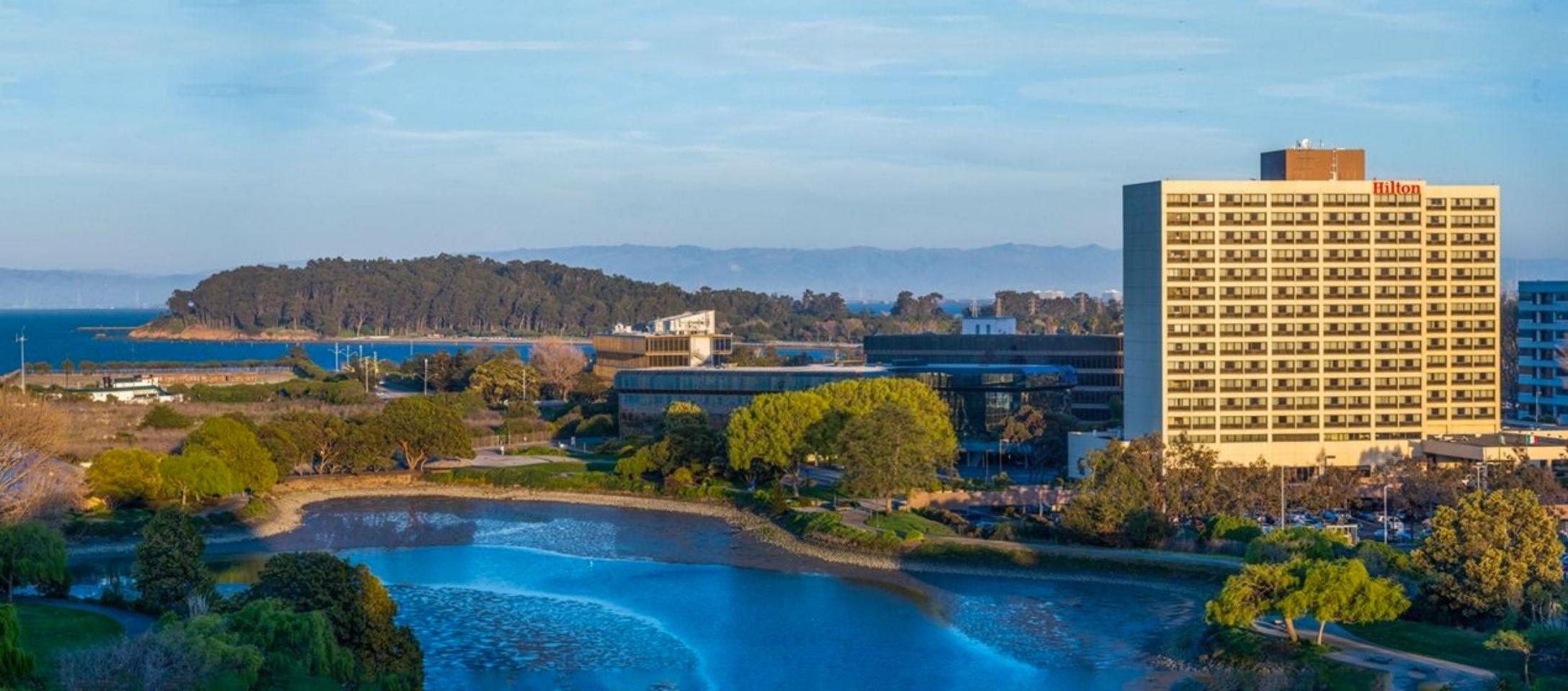 Het Hilton San Francisco Airport Bayfront ligt aan San Francisco bay