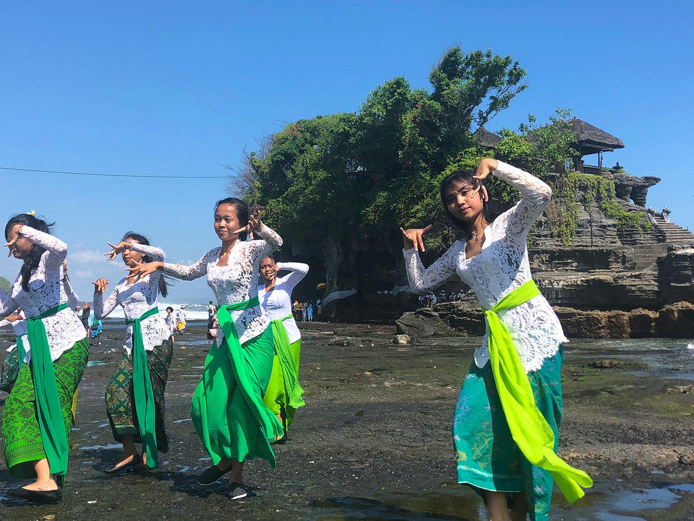 Volle maan ritueel bij Purah Tanah Lot