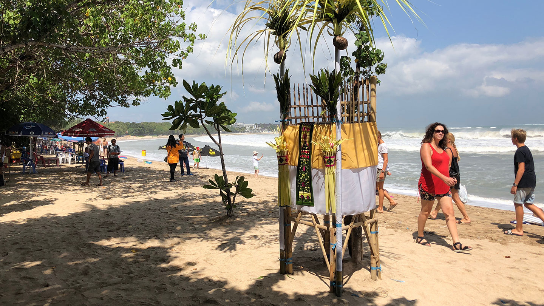 Een strandwandeling op Kuta Beach Bali