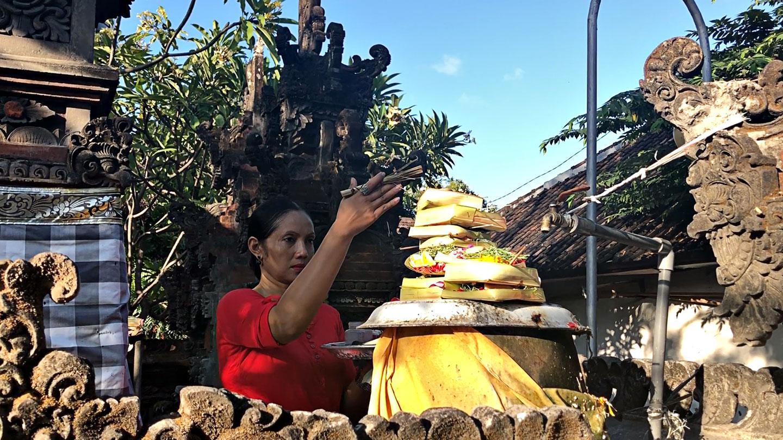 Offergaves bij tempels in Kuta