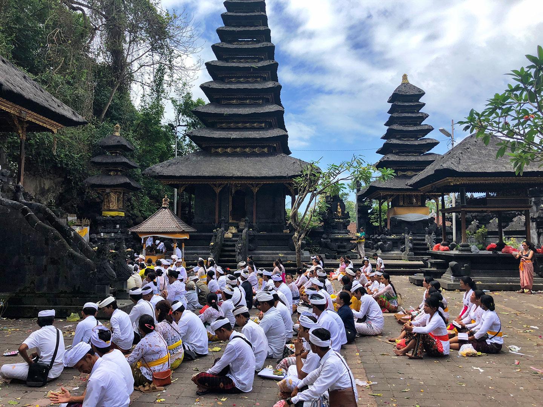 Hindoeïstische ceremonie in Pura Goa Lawah