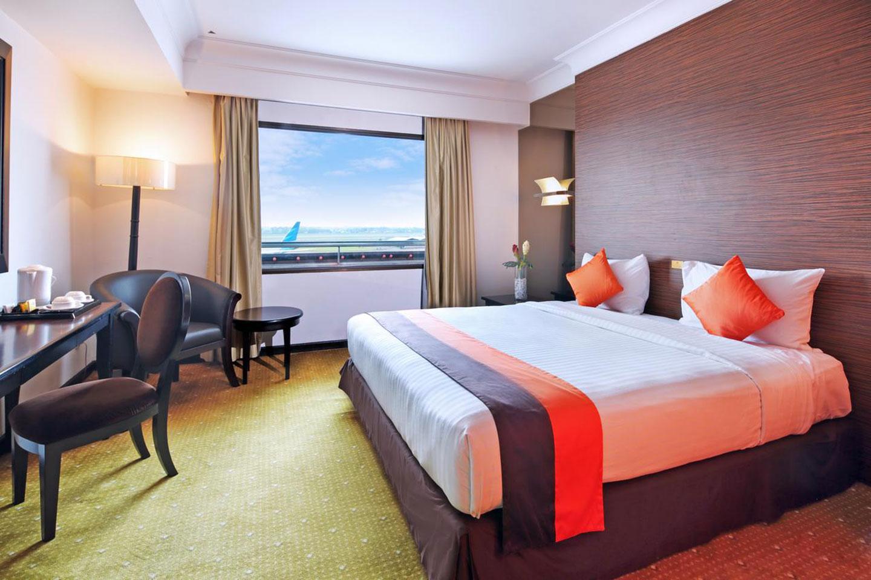 Vanuit het Jakarta Airport Hotel kijk je zo op de landingsbaan