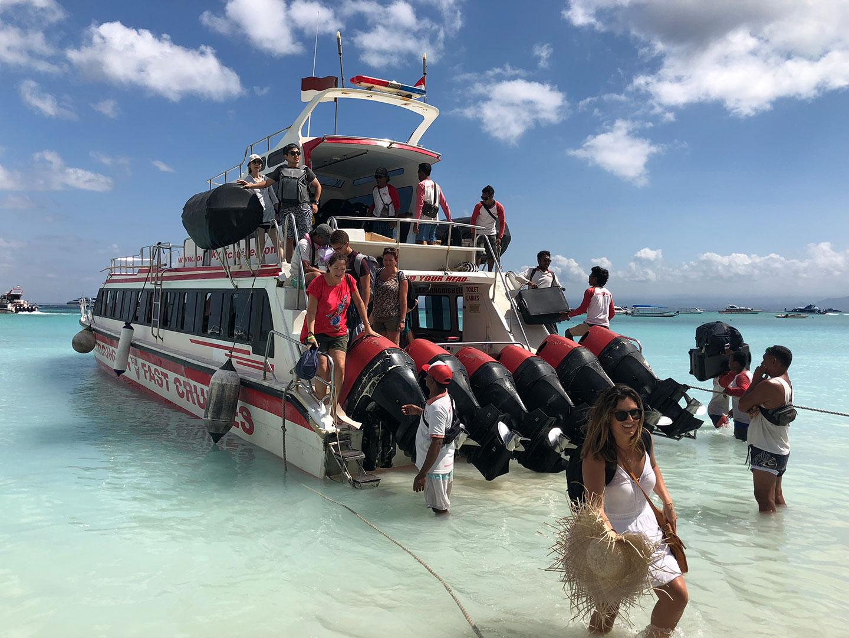 De ferry naar Nusa Lembongan