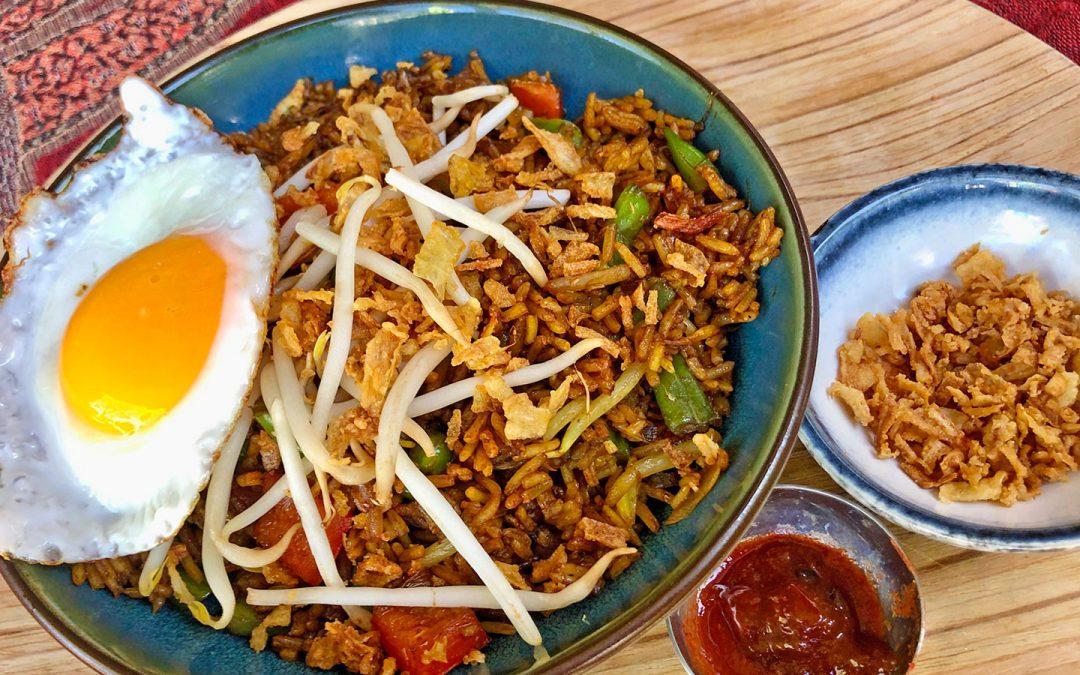 Indonesisch ontbijten met Nasi Goreng