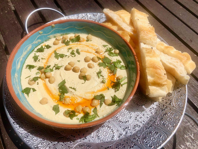 Hummus met turks brood