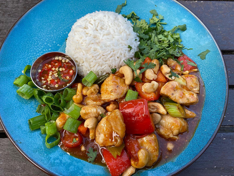 Thai Chicken Cashewnuts met pandan rijst en nam pla prik