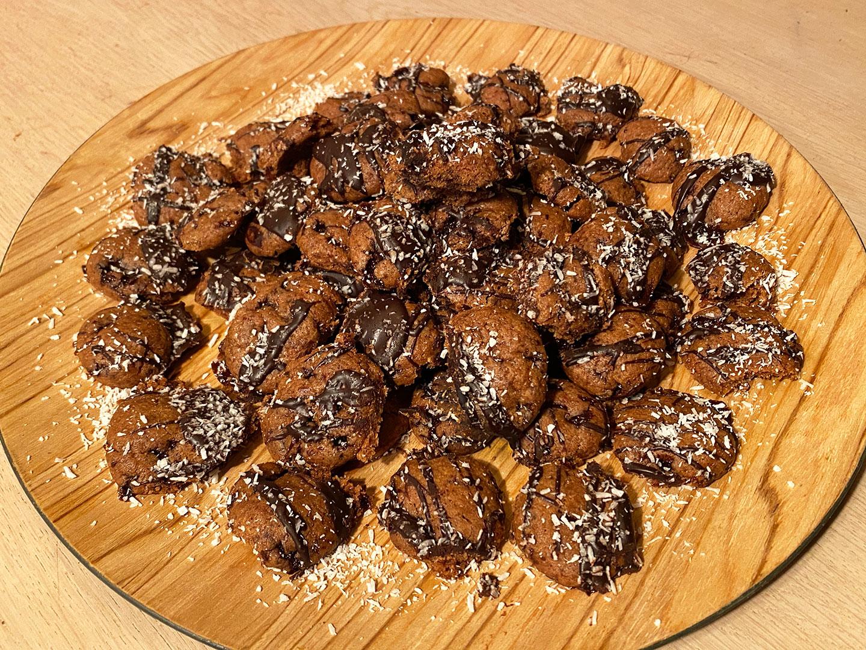 Kruidnoten met chocotoffee en kokos