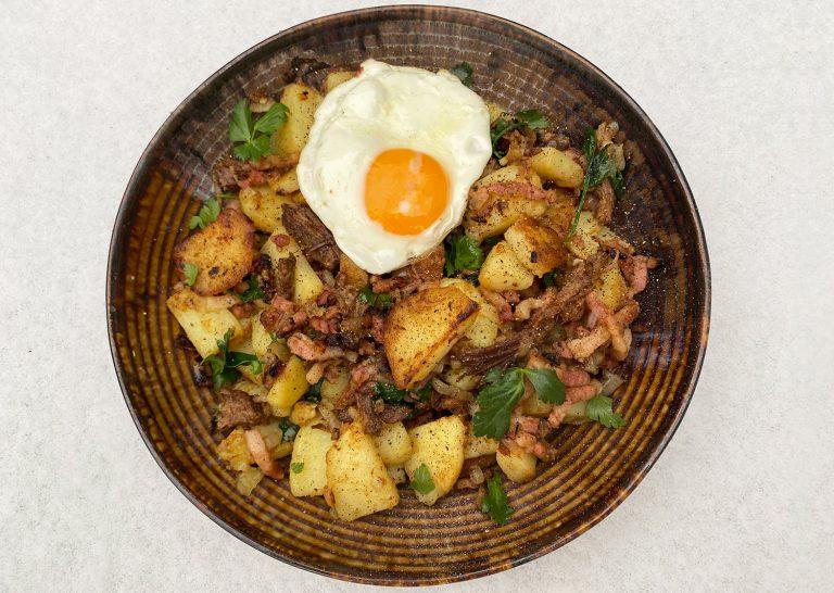 Tiroler Grostl met aardappel, ui, spek en ei
