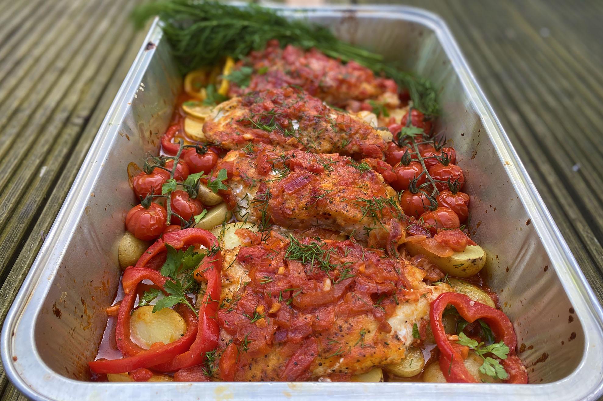 Spaanse zeebaars met groenten uit de oven