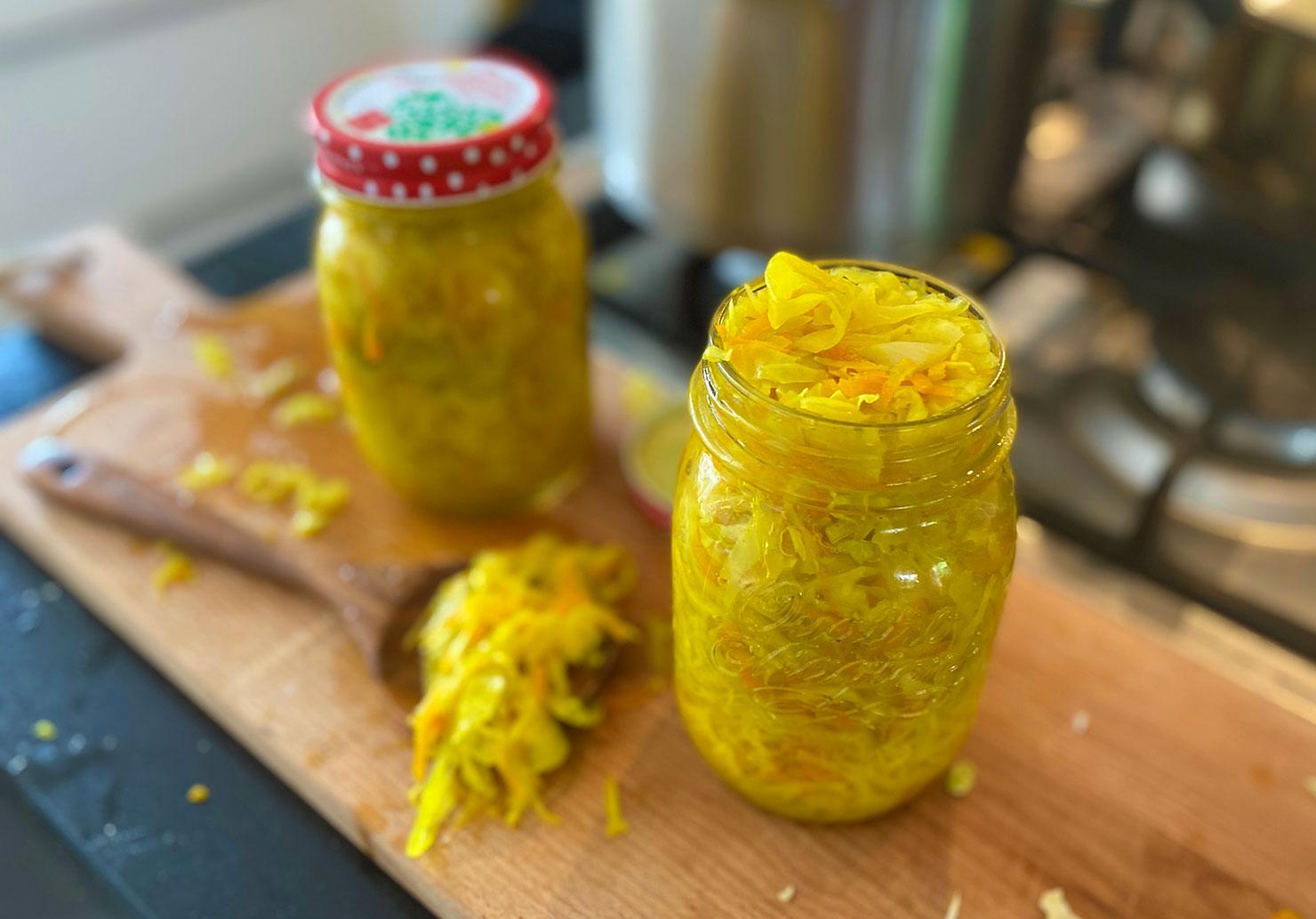 Atjar-Tjampoer-maken lekkerder en gezonder