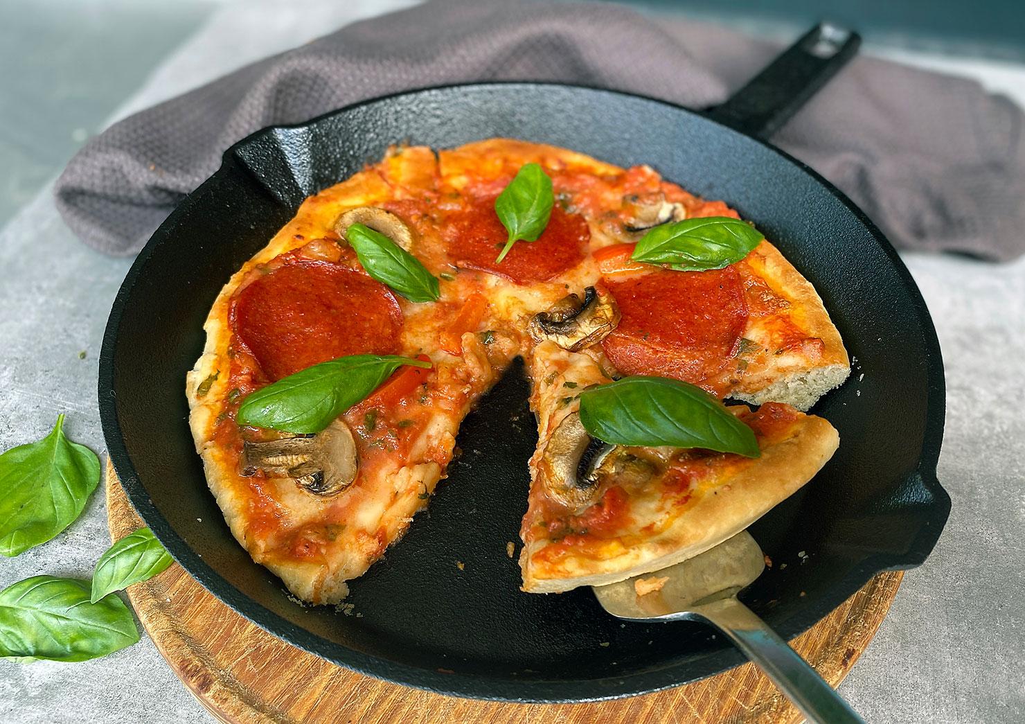 Detroit-cast iron pan-pizza