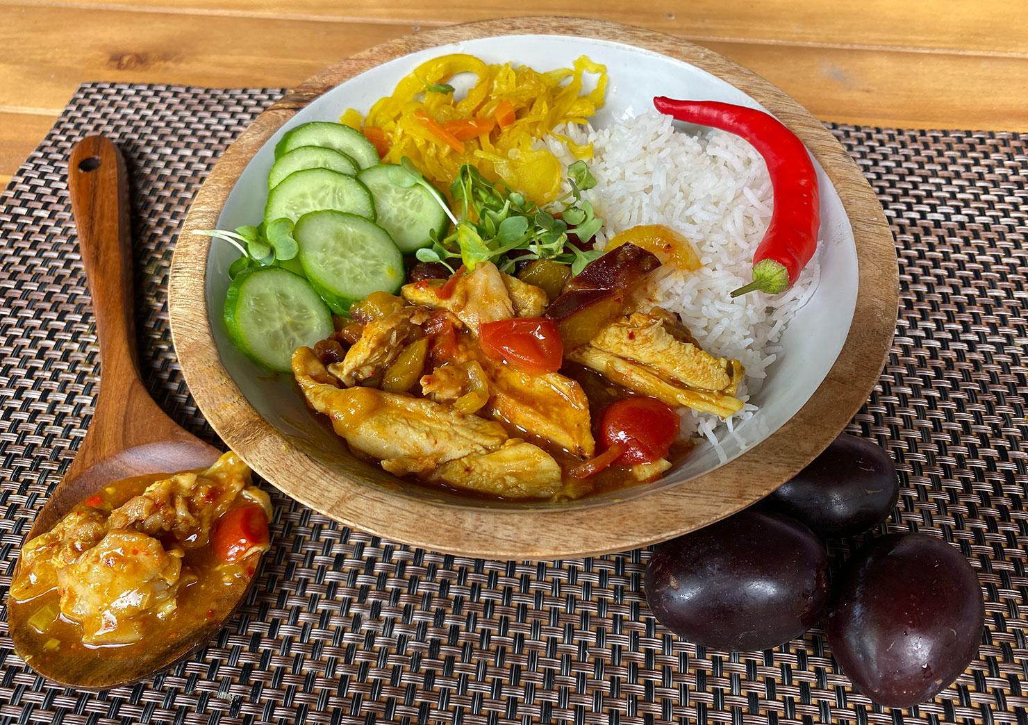 Pruimen-tomaten-chickencurry spicy en zoetzuur